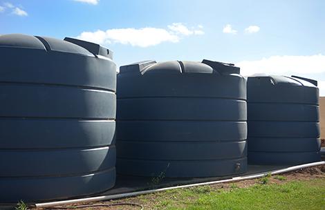 water-tanks-in-backyard
